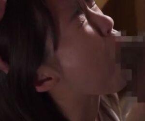 [東條なつ]美少女妻が浮浪者にイラマチオで口内射精される